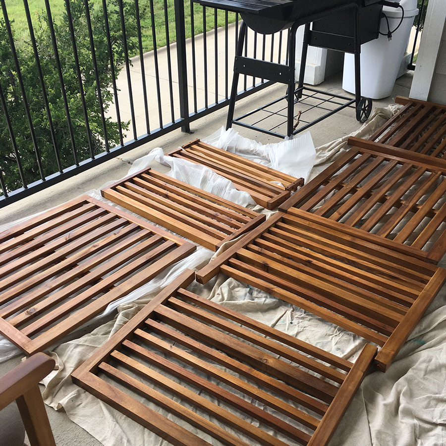 Protecting Outdoor Wooden Furniture With Teak Oil
